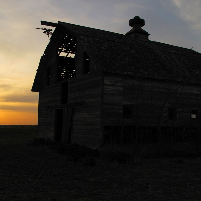 Omaha Photography | Barn at Sunset
